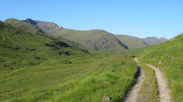 Track through Fionngleann
