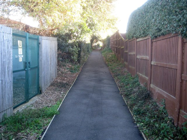 Holland-on-Sea: Footpath between Frinton Road and Slade Road