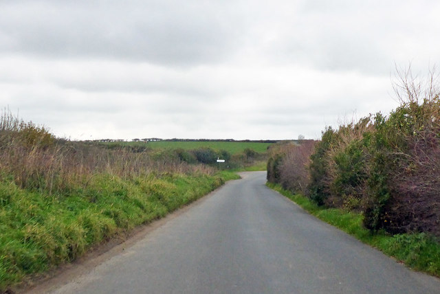 Roman road approaching right turn for Compton Valence