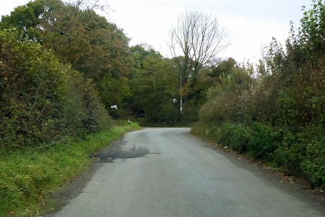 Road nearing Mill Cross