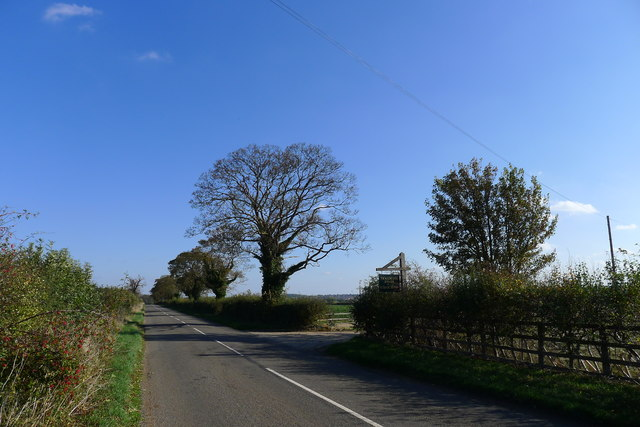 Empingham Lane passing the entrance to Tickencote Lodge Farm