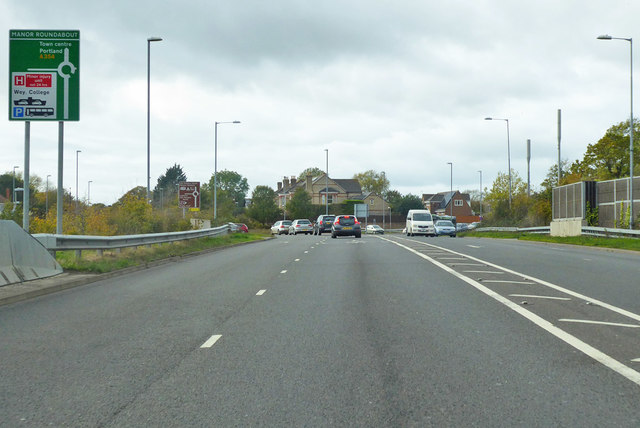 A354 approaching Manor Roundabout
