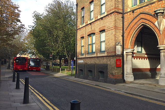 Two buses can pass on Wapping Lane, Wapping