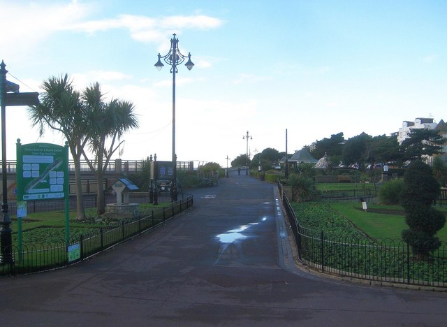 Clacton-on-Sea: Listed street lights c 1912, Marine Parade West