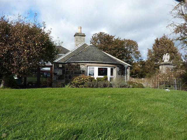 Eagle Gate Lodge at Upper Largo