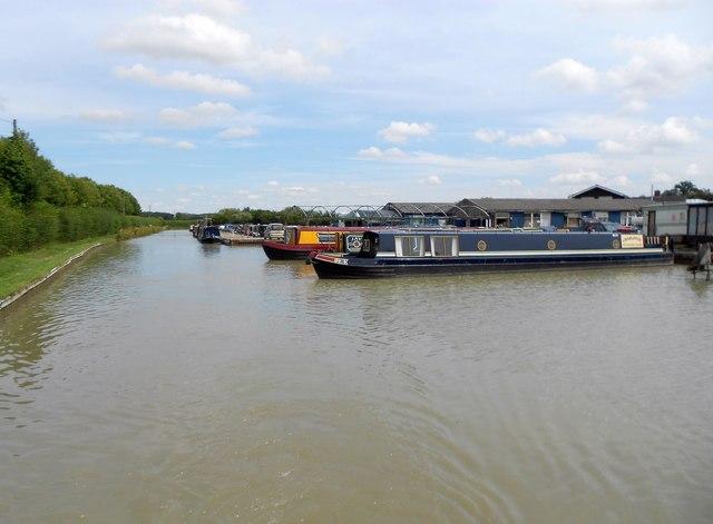 Oxford Canal: Napton Marina