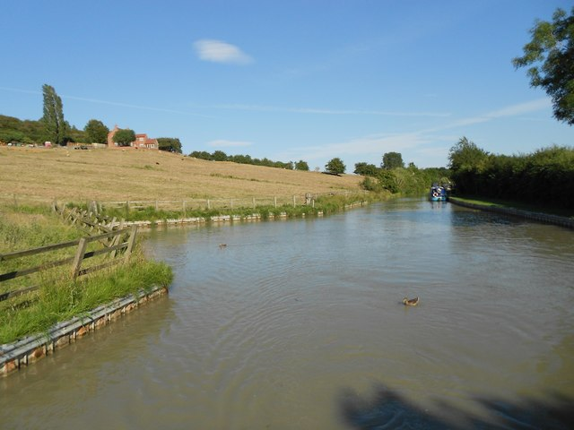Oxford Canal: Napton on the Hill winding hole