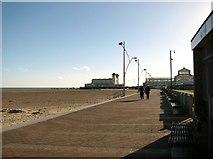 TG5307 : The Esplanade on Yarmouth beach by Evelyn Simak