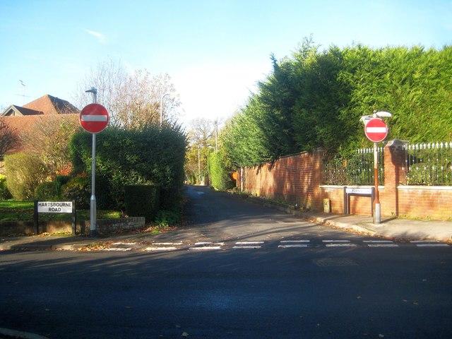 Bushey Heath: California Lane