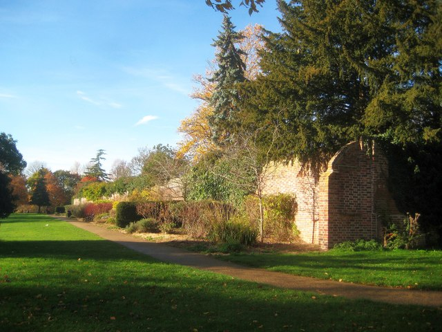 Canons Park: King George V Memorial Gardens Wall (1)