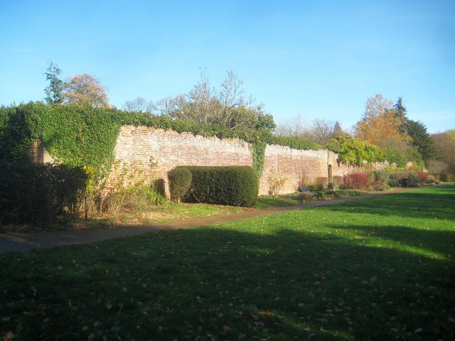 Canons Park: King George V Memorial Gardens Wall (2)