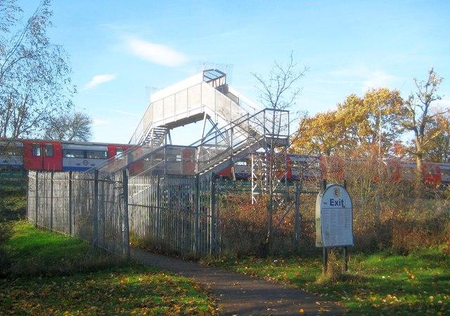 Canons Park: Cheyneys Avenue footbridge over the Jubilee Line