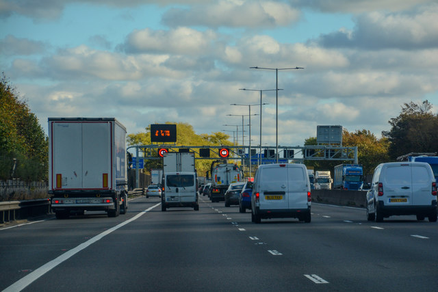 Luton : M1 Motorway © Lewis Clarke cc-by-sa/2 0 :: Geograph