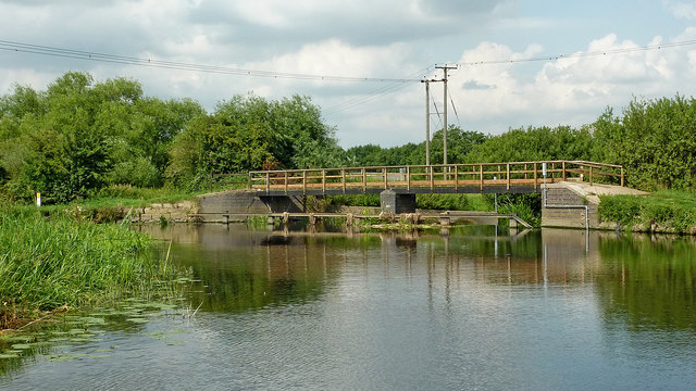 Footbridge by weir near Mountsorrel in Leicestershire