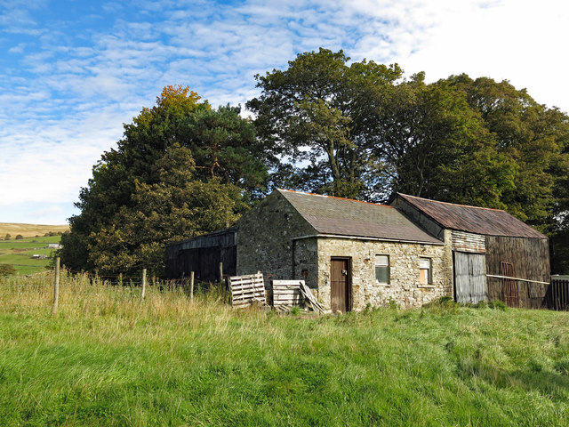 Farm buildings near Poperd Hill