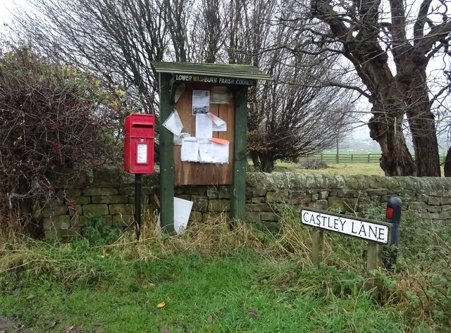 Elizabeth II postbox on Castley Lane