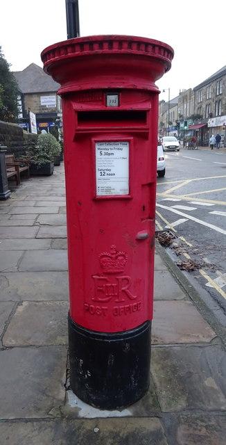 Elizabeth II postbox on Kirkgate, Otley