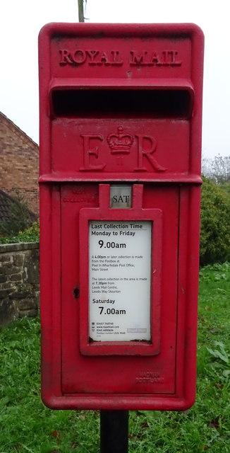 Close up, Elizabeth II postbox on Pool Bank New Road, Pool in Wharfedale