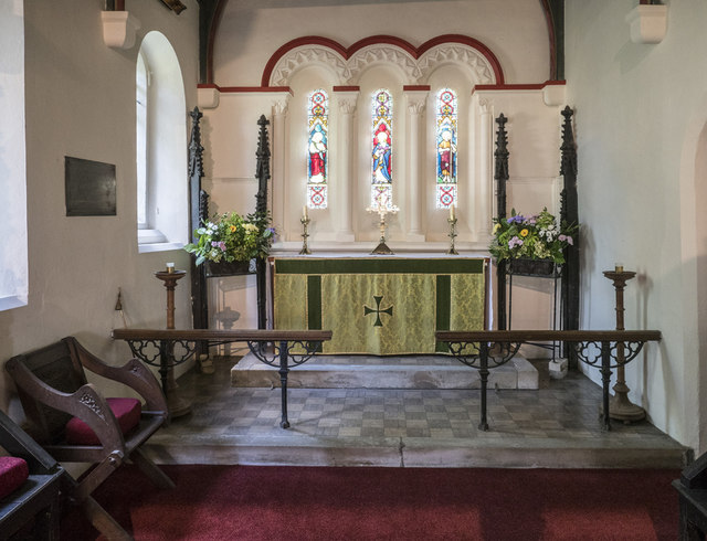 Holy Cross, Stuntney - Sanctuary
