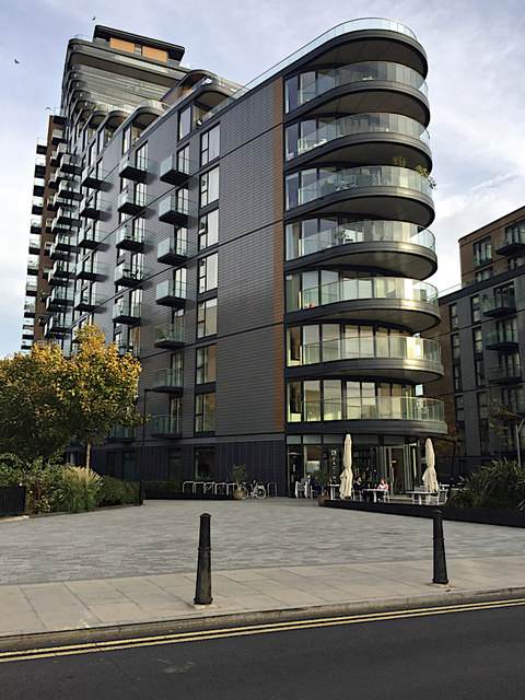 Cobblestone Square and Park Vista Tower, Wapping