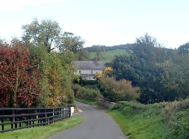 Approaching the Muddock River Bridge on the Islandmoyle Road