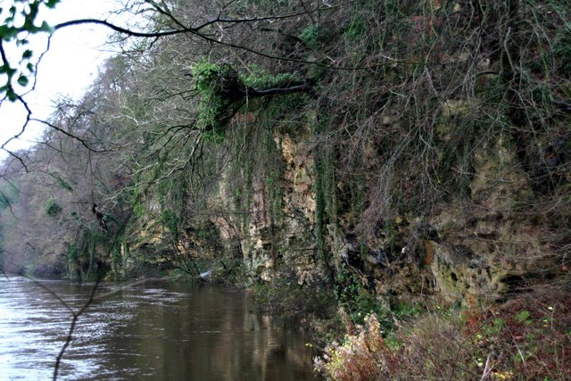 Jackdaw Crag on the River Wharfe (3)