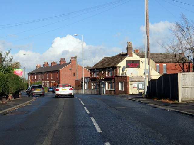 Leyland Road passing the Sumpter Horse