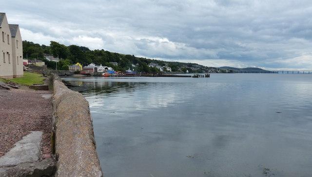Shoreline at Newport-on-Tay