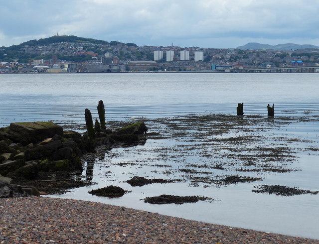 Newport-on-Tay shoreline