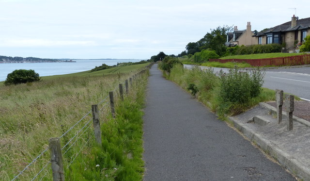 Heading east along the Fife Coastal Path