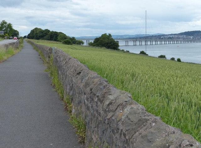 Fife Coastal Path towards Newport-on-Tay