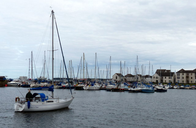Boat entering the harbour at Tayport