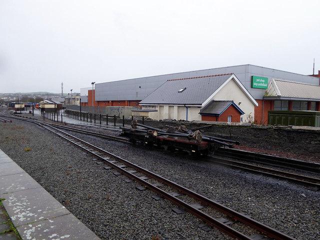 Platform canopy stanchions on flat wagons at Aberystwyth