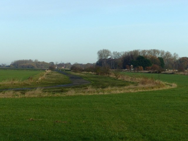 Former perimeter road, Burn Airfield