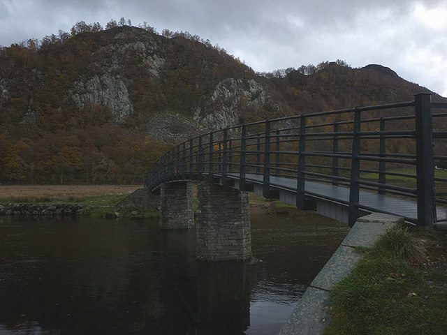 Footbridge over the Derwent