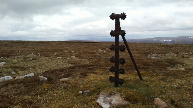 Cast iron post & cogs on A'Mharconaich
