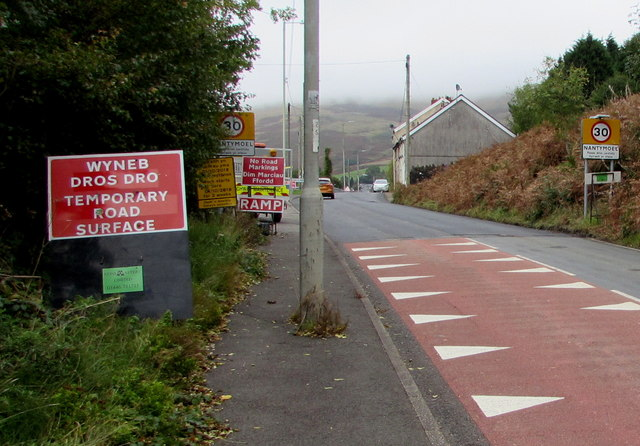 Wyneb Dros Dro/Temporary Road Surface sign alongside Aber Road, Nantymoel