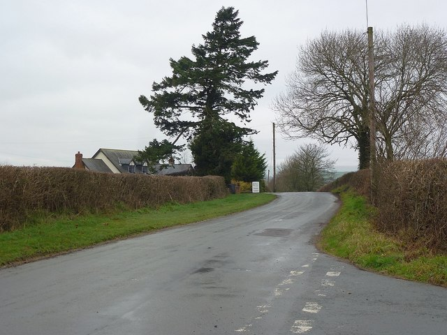 Looking up Bryn Lane from its junction with Pen-shwa Lane