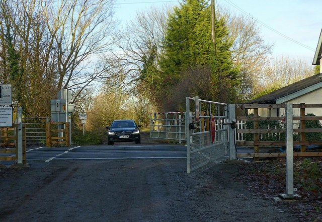 Jacky Duffin Wood level crossing - vehicle crossing