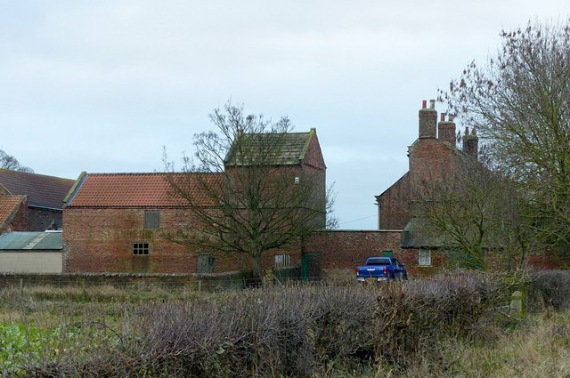 Dovecote and stables at Hill Farm, Gowdall