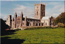 SM7525 : St. David's Cathedral by Malcolm Neal