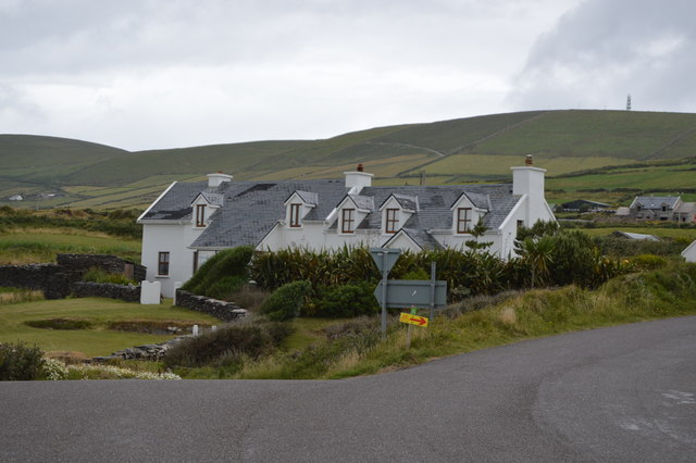 Whitewashed houses, St Finan's Bay