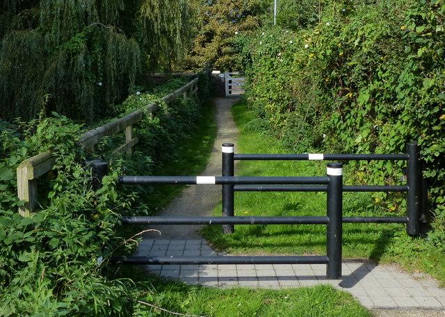 Grantham Canal towpath at Kinoulton