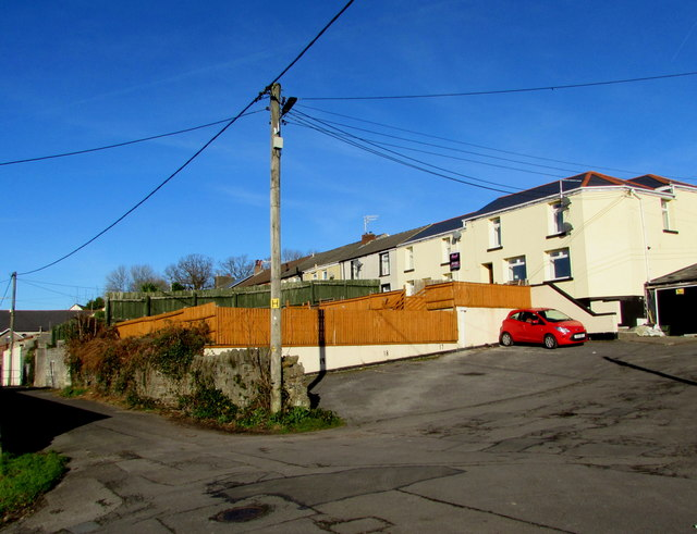 Wires over Sion Terrace, Cwmbach