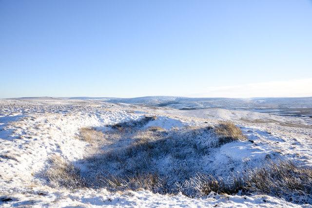 Hollow in snowed moorland on Burtree Fell