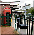 SM9515 : Red phonebox, Haverfordwest railway station by Jaggery