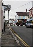 ST1586 : Through traffic/Traffig trwodd sign, White Street, Caerphilly by Jaggery