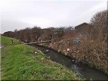 TA1914 : Footbridge across drain by Ings Lane, Immingham by Chris Morgan