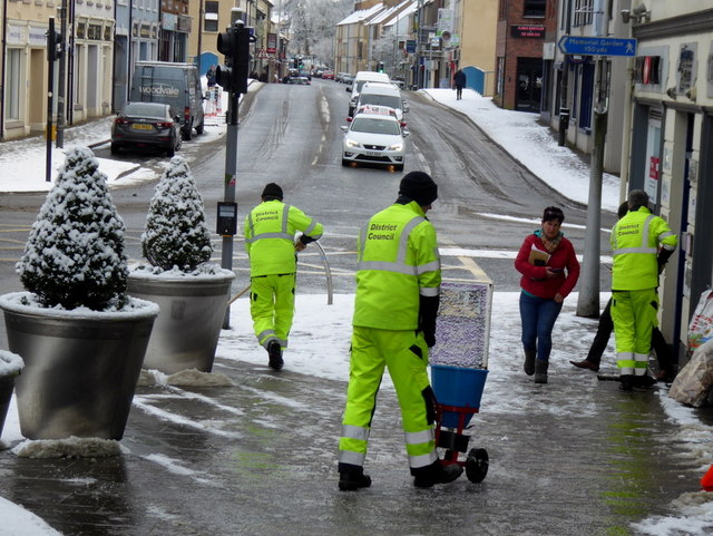 Clearing footpaths, Omagh (2)