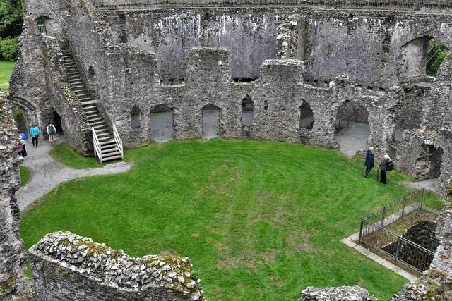 Restormel Castle: The best view of the Well from the Wall-walk